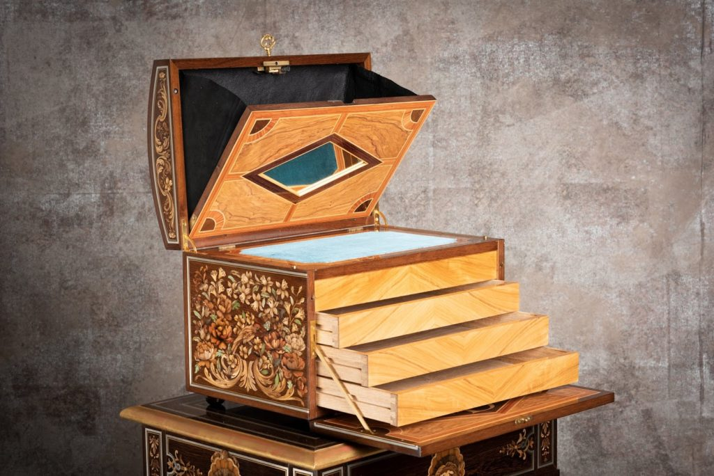 Open marquetry box mechanism secret compartment