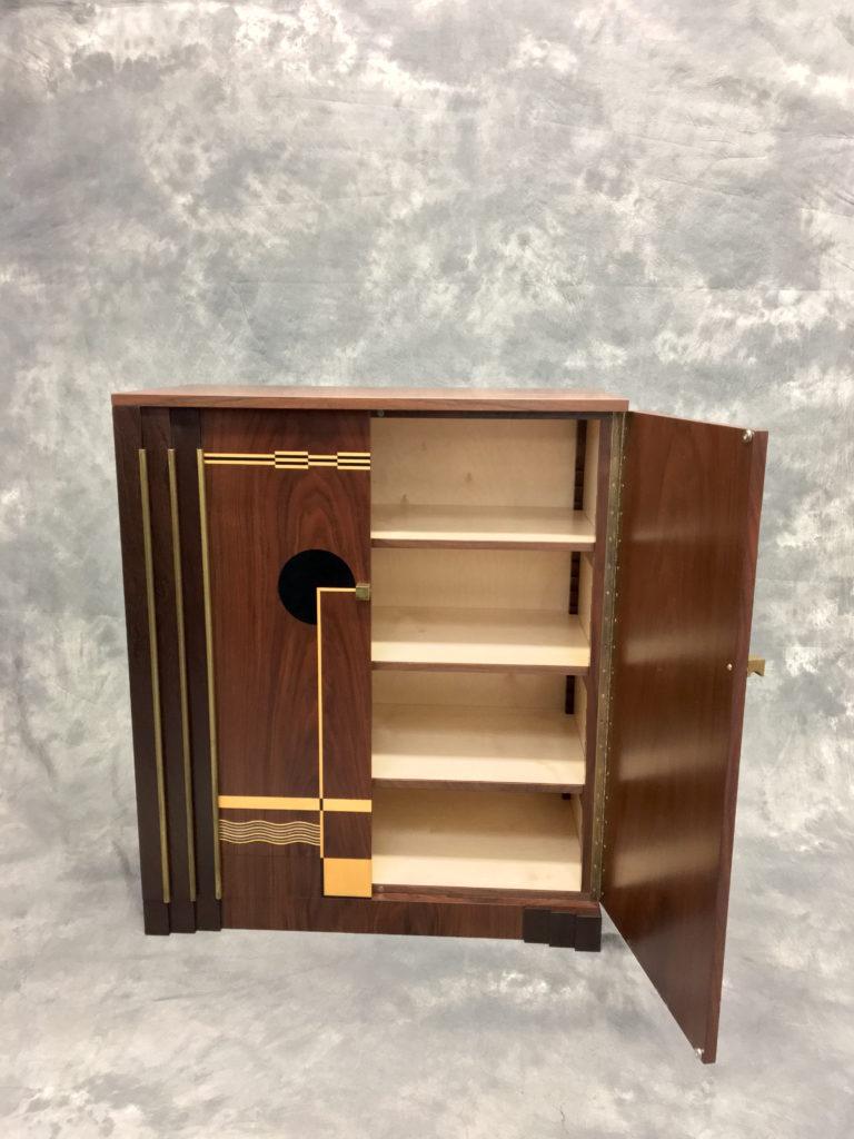 100_Deco-Cabinet_Open